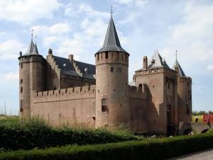 Castle-Muiderslot-Medieval-Castle-Amsterdam-797x600