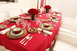 テーブルコーディネートの冬の華やかな風景
