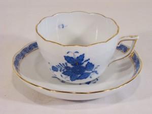 ヘレンドのアポニーブルーのカップ&ソーサー
