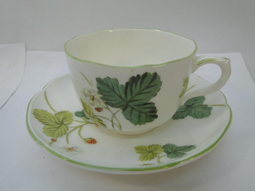 野いちごのレリーフのカップ&ソーサー「ヴィクトリアストロベリー」
