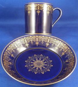 セーブルのコバルトブルーと金彩のカップ&ソーサー