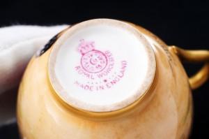 ロイヤルウースター ペインテッドフルーツ・イブシャム(evesham)ゴールド デミタスカップのマーク