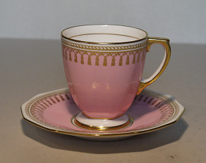 スポードのピンクを下地にしたカップ&ソーサー