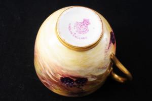 ロイヤルウースター ペインテッドフルーツのカップ&ソーサー イブシャムゴールドのマーク