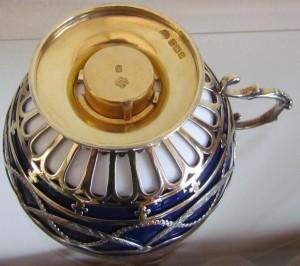 『イギリス・ミントン社とスターリングシルバーホルダーのカップ&ソーサー』