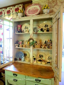 Antique Cupboard 4_thumb[3]