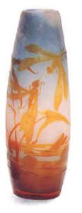 エミール・ガレ  トンボと睡蓮の模様があるカメオガラスの花瓶