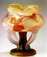 ドーム兄弟の花柄の花瓶