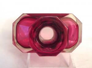紫のガラスを使ったボヘミアングラスの睡蓮の花瓶