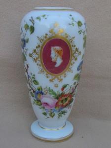 バカラ オパーリンガラスの花瓶