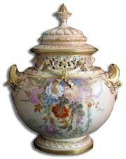 ロイヤルウースターの飾り壺(キャンディーポット)