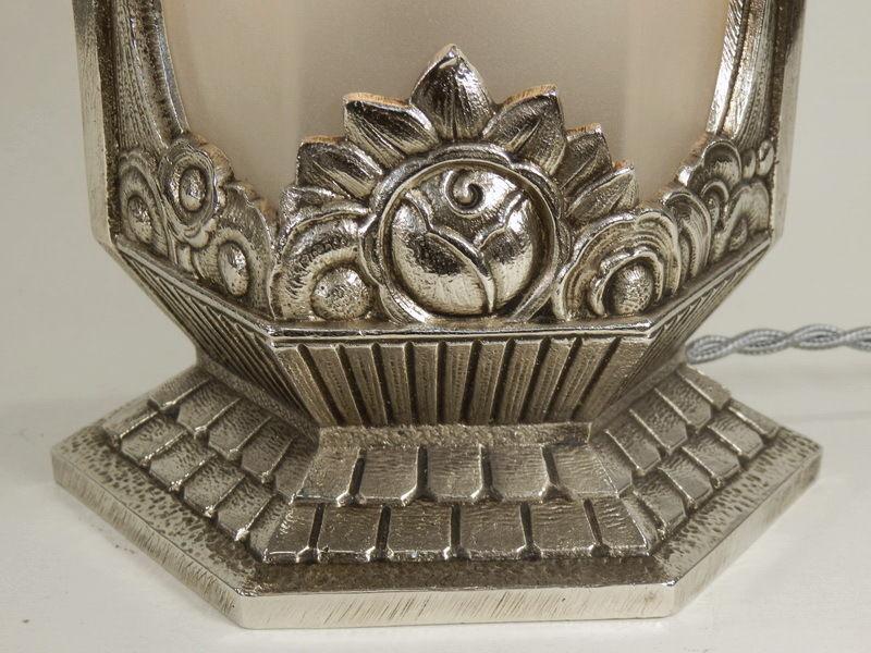 ピエール・ジル(Pierre Gilles)テーブルランプのブロンズの側面 花柄文様