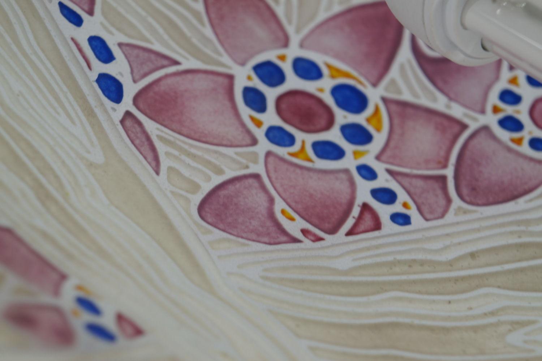 ルイルチャ(LOYS LUCHA)のエナメル彩のシャンデリアの花柄文様の拡大写真