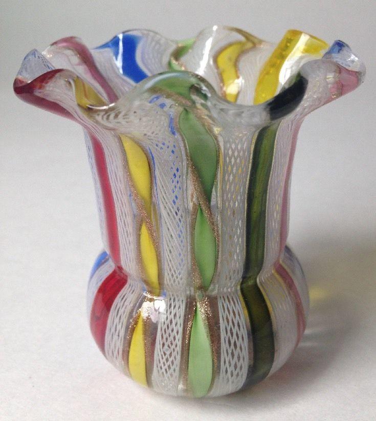 ヴェネチア製 ベネチアングラス(ムラノガラス)のラッティーノ花瓶