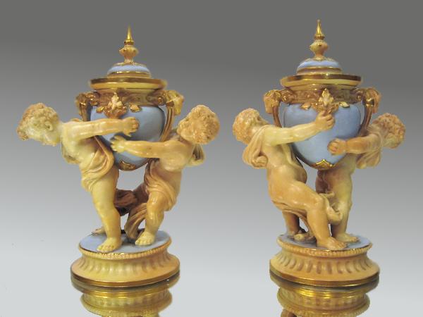 ロイヤル ウースター royal worcester 子供の天使飾り壺 フィギュア