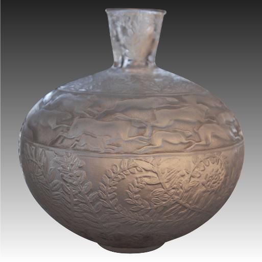 オリジナル・ルネラリック 「リーヴル」または野うさぎの花瓶 半透明のオパール色ガラス 1923年デザイン アールデコ期 20世紀初頭 鉛クリスタル