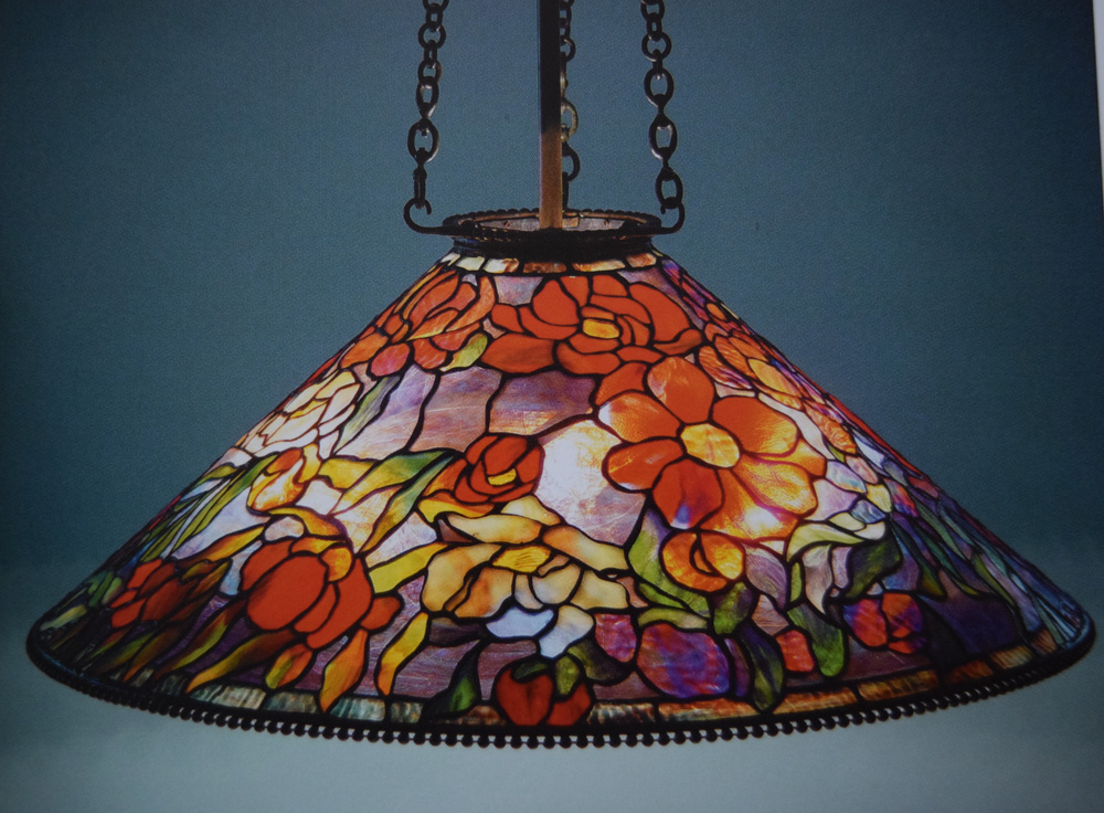 ステンドグラスを用いたティファニーのアール・ヌーヴォ様式のシャンデリア