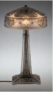 ルネラリックの作った1910年にデザインされたテーブルランプPaons(クジャク)
