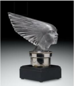 ルネラリックのカーマスコット Victoire