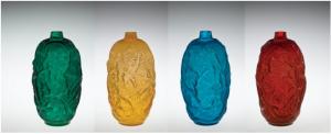 ルネラリックの4色のガラスを使ったヤドリギの花瓶