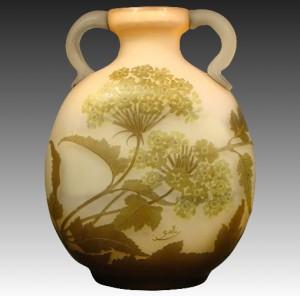 ガレ フランス製 カメオガラス 花瓶 クイーンアンズレース模様 取っ手付き