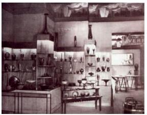 シュナイダー兄弟 パリの博覧会でのシュナイダーガラス工房のブース 1922年
