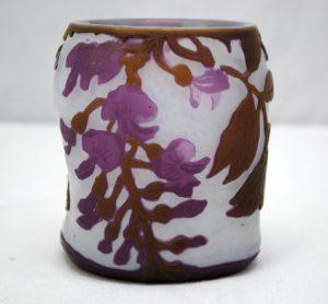 ルグラ 紫藤の装飾のフランス製カメオアートガラス花瓶