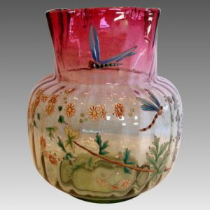 フランス製 ルグラ アートガラス 花瓶 ルビナヴェルデ 薄い緑から深いクランベリー色 手描きのエナメル トンボと花 1885〜1890