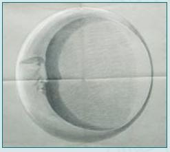 エミール・ガレのファイアンス陶器作品である壁掛け照明の「月」