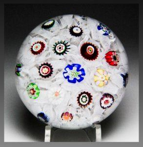 バカラのアンティークペーパーウェイト ミルフィオリ モスリンを使ったデザイン 丸型ガラス製
