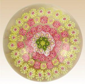 バカラのペーパーウェイト ミルフィオリ お花のデザイン 丸型ガラス製