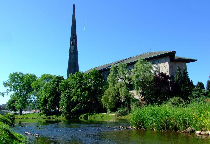 バカラ村 フランス 教会 サンレミ 外観