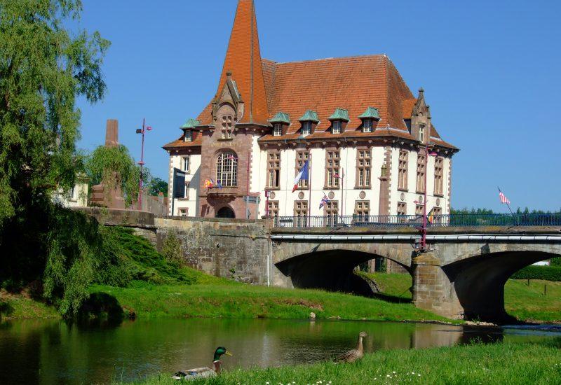 バカラ村 フランス 市庁舎 ルネッサンス様式
