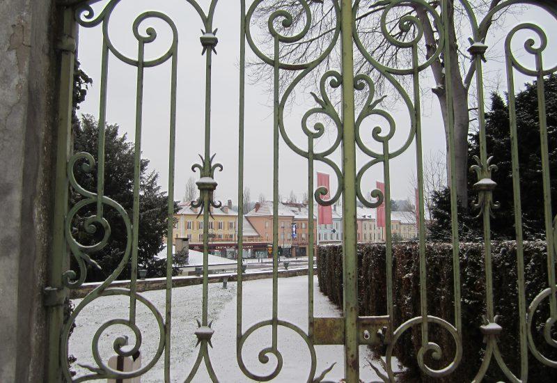 バカラ村 フランス 市庁舎